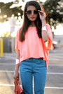 Cropped-top-pink-t-shirt-blue-jeans-volcom-jeans-camille-zarsky-bag