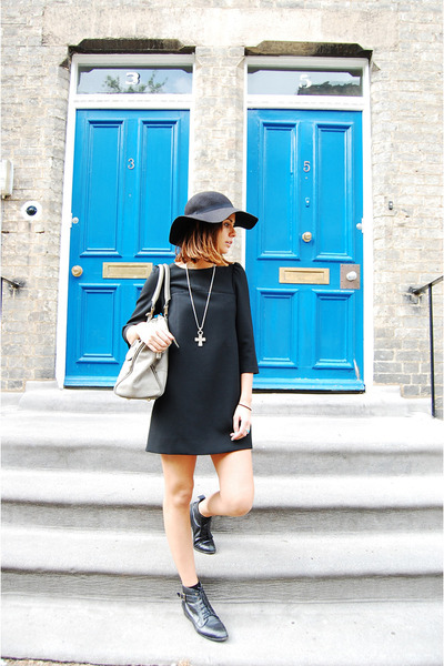 Urban Outfitters boots - Zara dress - Topshop hat - Uterque bag - vintage neckla