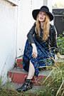 Blue-kaftan-vintage-intimate-black-vince-camuto-boots