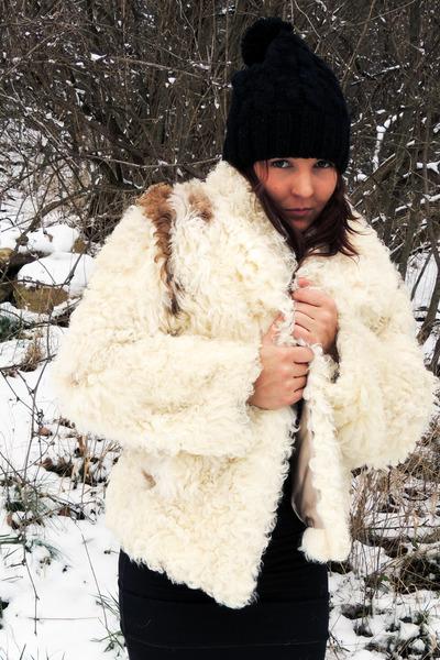 eggshell Faux Fur Coat coat - black Forever 21 hat - black Forever 21 skirt