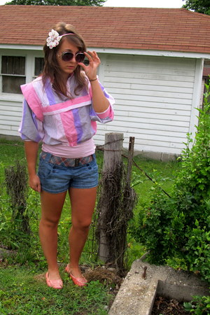 cotton thrifted retro vintage shirt - cute button American Eagle shorts - purple
