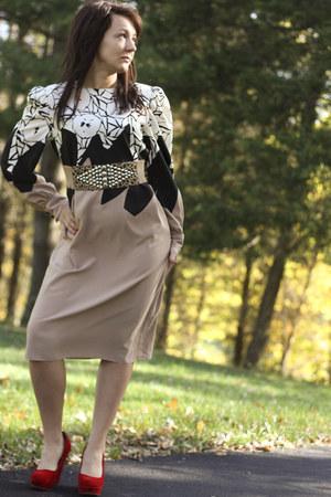 red Charlotte Russe wedges - tan vintage dress - black thrifted belt