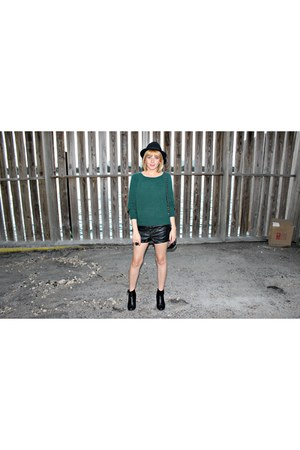 black ankle H&M boots - black H&M hat - forest green Forever 21 sweater