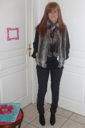 Bershka jacket - Mums closet  shirt - Primark jeans - Minelli shoes