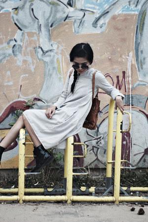 black brogues Stradivarius boots - off white midi Zara dress
