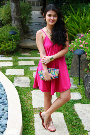 aquamarine bag - hot pink dress