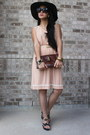 Beige-vintage-dress-dark-brown-velvet-hat-brown-leather-bag