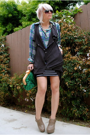 nude Santee Alley boots - navy f21 bag - black fashion young skirt - black H&M v
