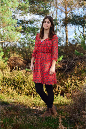 red orion london dress - brown Clarks boots
