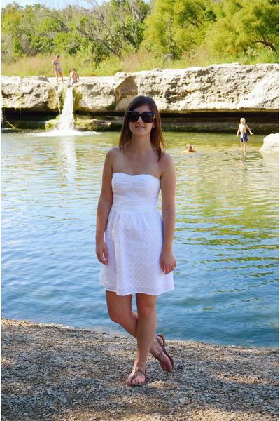 white American Eagle dress - black Chanel sunglasses - brown Zara sandals