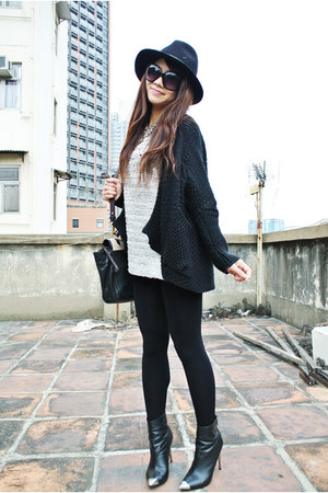 black Zara boots - black Zara hat - off white H&amp;M sweater