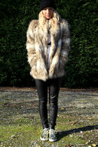 tan faux fur H&M coat - beige golden Zara shoes - black knitted black H&M hat