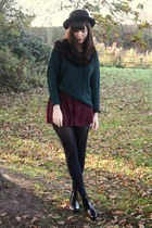 forest green pull&bear sweater - crimson lace shorts