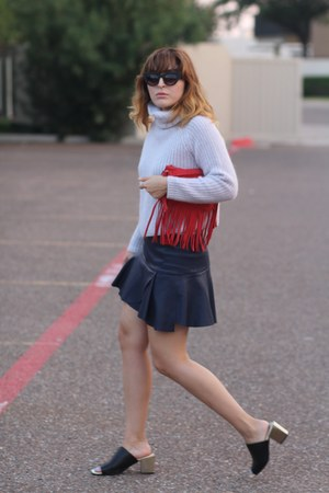 periwinkle knitted Zara sweater - red fringe vintage bag
