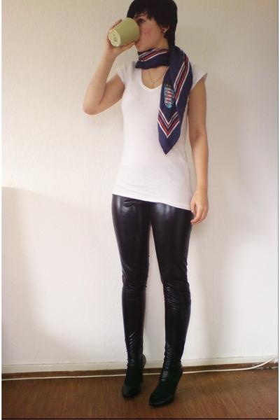 Zara shoes - Tally Weijl pants - H&M t-shirt - vintage scarf