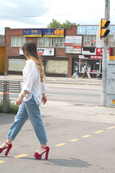 ivory H&M top - sky blue Old Navy jeans - red asos sandals