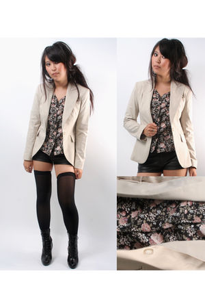 beige vintage cue blazer - black vintage blouse - black stockings - black vintag