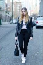 black high-waisted American Eagle jeans - black leather jacket Vero Moda jacket