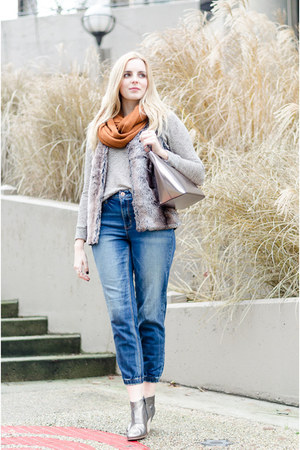 blue boyfriend jeans American Eagle jeans - heather gray ankle boots Aldo boots