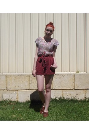 brick red paperbag shorts Dotti shorts - periwinkle floral Ally top