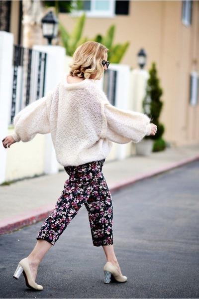 off white vintage sweater - black Karen Walker sunglasses