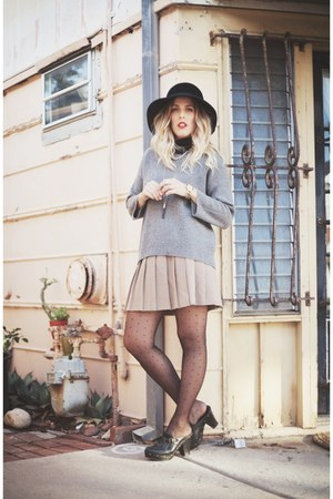 heather gray madewell sweater - black Lonna & Lilly necklace