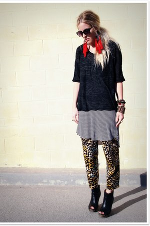 black Jeffrey Campbell boots - heather gray QSW t-shirt - black QSW t-shirt - mu