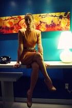 mustard vintage dress - dark brown Moschino belt - beige Aldo pumps