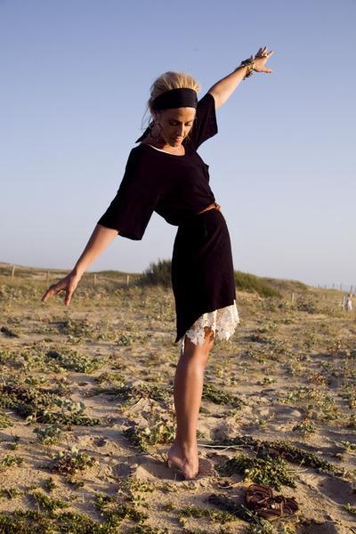 black Quiksilver Women dress - white vintage dress - brown vintage belt