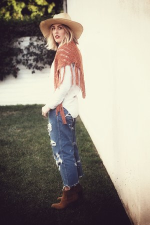 Tory Burch via Crossroads boots - vintage hat - madewell blouse