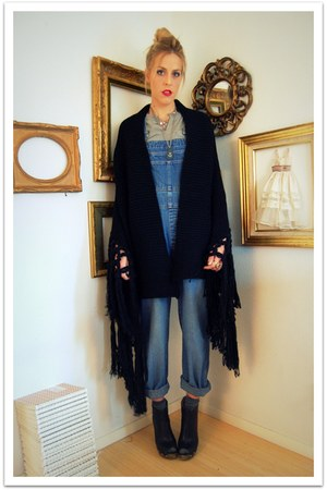 black StyleFindcom sweater - blue thrifted jeans - black Jeffrey Campbell boots