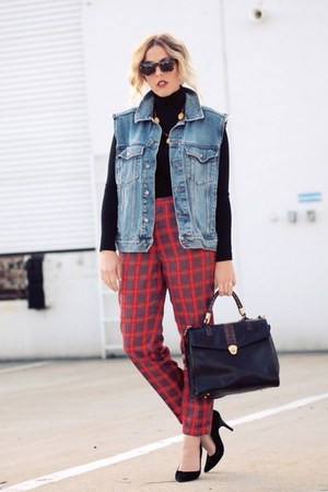 black brahmin bag - red Elsewhere Vintage pants - black Crossroads Find pumps