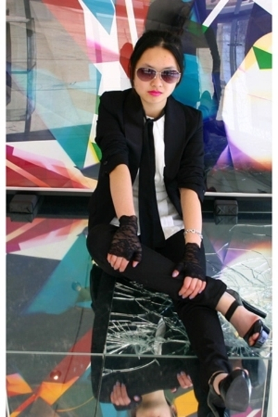 H&M blazer - Michael Kors shoes - Club Monaco blouse - H&M sunglasses - Hot Topi