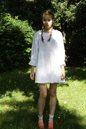 white embroidery THE WHITEPEPPER dress