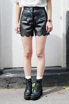 Black THE WHITEPEPPER Shorts