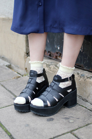 black chunky heels THE WHITEPEPPER sandals