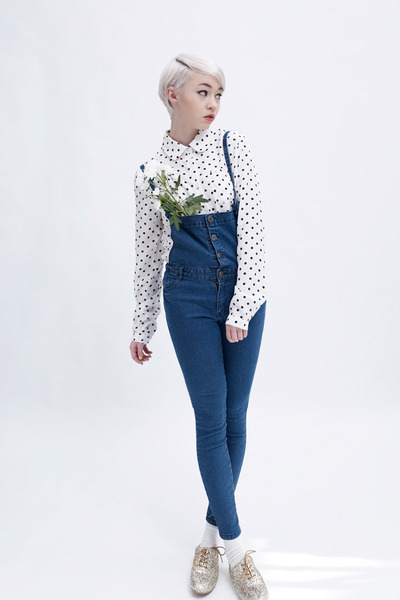 off white polka dot THE WHITEPEPPER shirt - blue dungarees THE WHITEPEPPER jeans