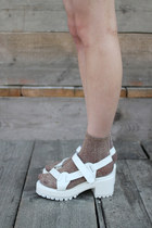 The-whitepepper-sandals