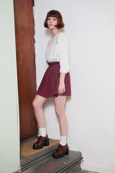 white embroidery THE WHITEPEPPER blouse - maroon enamel THE WHITEPEPPER shoes