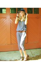 gray jumper - brown belt - brown clogs - gray hat - gold necklace