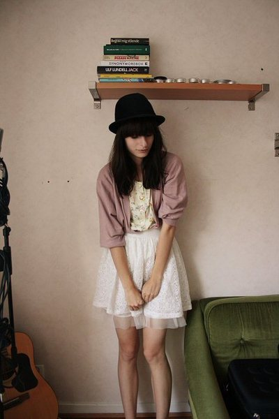 Secondhand - Secondhand blouse - GINA TRICOT skirt - Secondhand hat