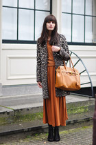 burnt orange Monki dress - brown leopard Zara coat
