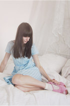 bubble gum Romwecom heels - sky blue vintage dress