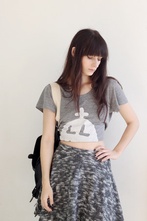 heather gray t-shirt - black leather chicnova bag - charcoal gray Topshop skirt