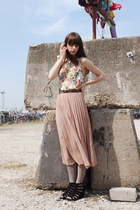 white floral Romwecom top - light pink Monki skirt