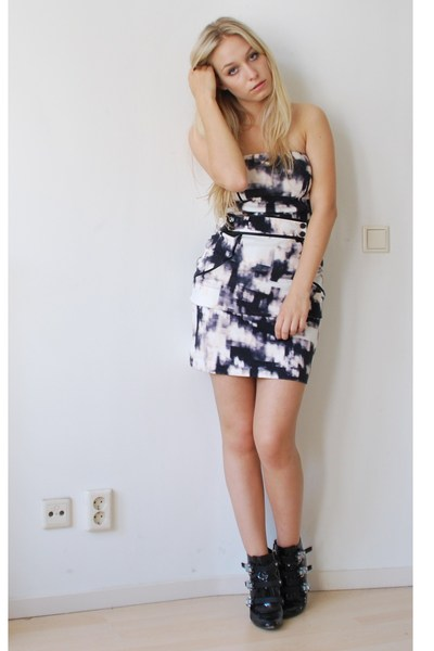 black abstract print Mango dress - black DSquared shoes
