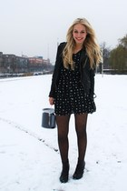 black dotted Zara tights - black ankle H&M boots - black star print Zara dress