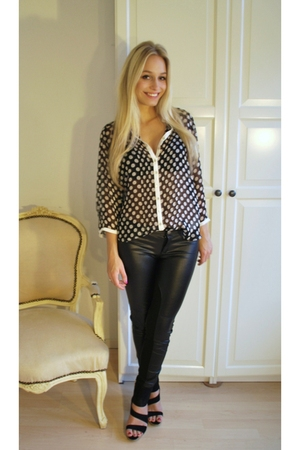 black suede shoes - black leather leggings - black polka dot blouse