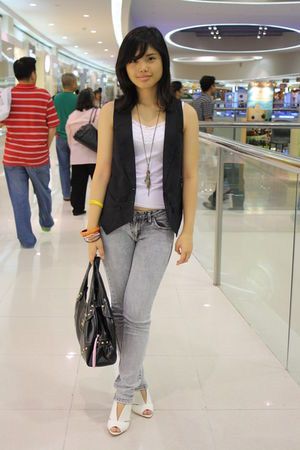 black maldita vest - white top - gray human jeans - white shoes - black Chanel a