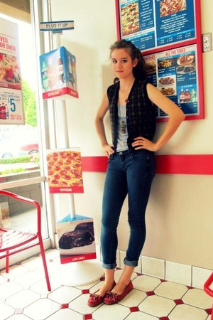 brick red Minnetonka shoes - teal skinny Anchor Blue jeans - brown vintage vest